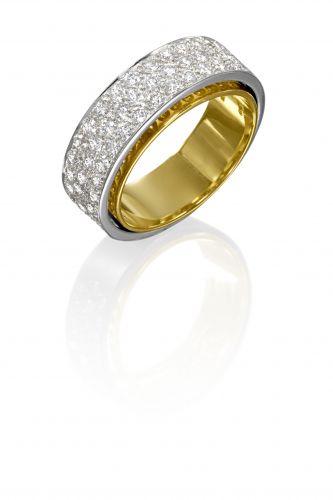 Aliança Together em ouro amarelo e pavê de brilhantes, na Natan (SAC: 0800-253515)