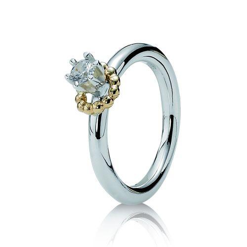 Anel em prata com cristal, na Pandora (Tel.: 11 3081-3301)