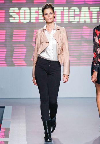 A Sofisticata apresenta coleção para o Inverno 2012 durante o segundo dia de Mega Polo Moda. O evento é realizado pelo famoso shopping atacadista do Brás, bairro de São Paulo conhecido pelas lojas de moda popular (28/02/2012)