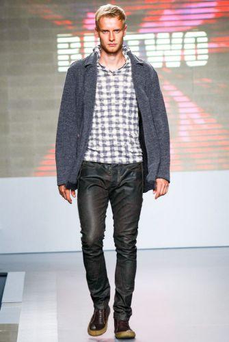 A Biotwo apresenta coleção para o Inverno 2012 durante o segundo dia de Mega Polo Moda. O evento é realizado pelo famoso shopping atacadista do Brás, bairro de São Paulo conhecido pelas lojas de moda popular (28/02/2012)