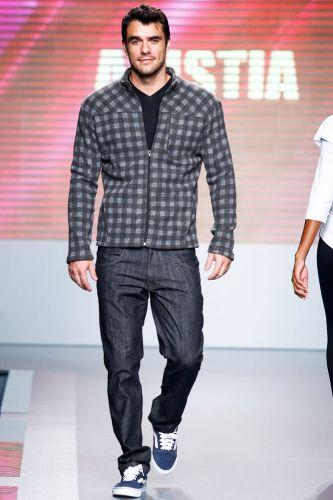 O ex-BBB Daniel Saullo apresentalook da Anistia para o Inverno 2012 durante o segundo dia de Mega Polo Moda. O evento é realizado pelo famoso shopping atacadista do Brás, bairro de São Paulo conhecido pelas lojas de moda popular (28/02/2012)