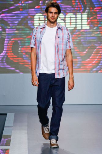 A Gasoil apresenta coleção para o Inverno 2012 durante o terceiro dia de Mega Polo Moda. O evento é realizado pelo famoso shopping atacadista do Brás, bairro de São Paulo conhecido pelas lojas de moda popular (29/02/2012)