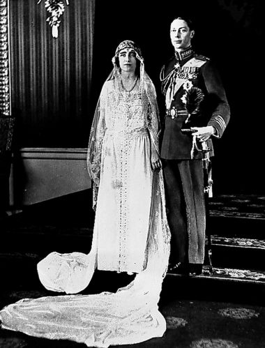 Elizabeth Bowes-Lyon recusou duas vezes o pedido de casamento do príncipe Albert, que se tornaria o Rei George 6º, retratado no filme O Discurso do Rei