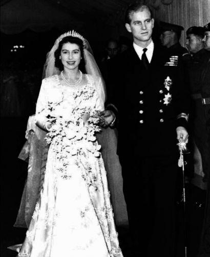 Elizabeth 2ª, atual Rainha da Inglaterra, se apaixonou aos 13 anos pelo príncipe Philip, da Grécia, que renunciou aos seus próprios títulos para se casar com ela