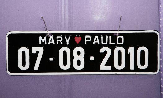 Placa personalizada com o nome dos noivos do Palácio dos Convites. Mais informações no site