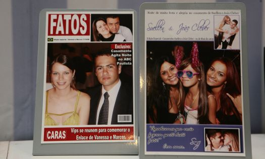 Fotos dos convidados com arte personalizada que viram ímãs de geladeira da Fabrika de Eventos. Mais informações no site