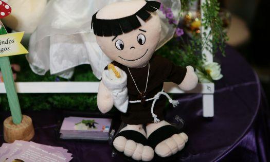Santo Antônio como opção ao buquê tradicional da Di Luca Presentes. Mais informações no site