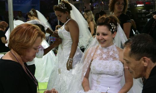 Estande de noivas do estilista Pedrinho Fernandes. Mais informações no site