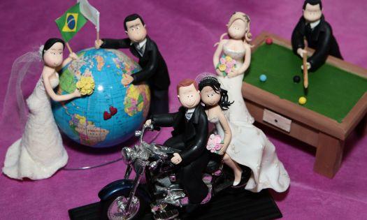 Modelos de noivinhos inusitados expostos no estande Cuka Art & Biscuit. Mais informações no site