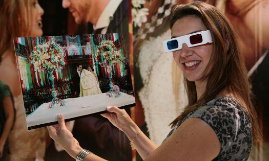 A auxiliar administrativo, Camila Paschoal, que está com casamento marcado para janeiro de 2011, experimenta o kit 3D oferecido pela Foto Studio. Mais informações no site