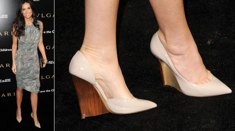 Demi Moore é uma das famosas que costuma usar sapatos da marca italiana  Casadei, como bc8238b7ee