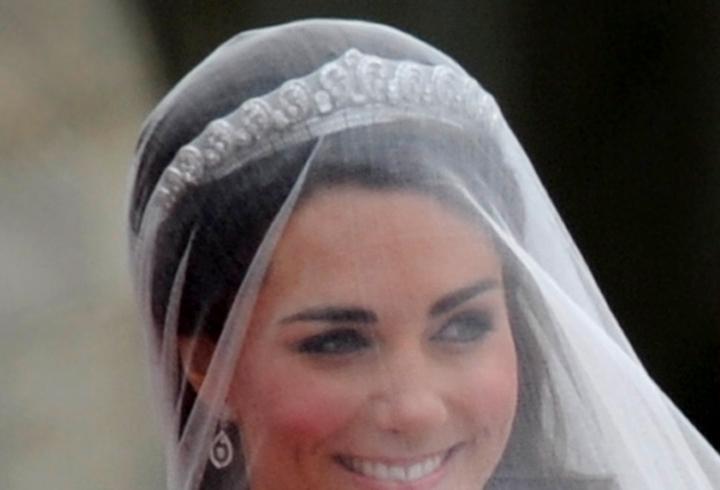 Tiara usada por Kate Middleton é uma Cartier do ano de 1936 e pertence ao acervo da rainha Elizabeth 2ª (29/04/2011)