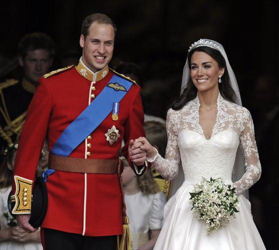 Vestido de Kate Middleton é um modelo clássico que lembra o mesmo usado por Grace Kelly em seu casamento com o príncipe Rainer 3º de Mônaco em 1956 (29/04/2011)