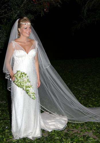 Angélica em vestido do estilista Carlos Tufvesson durante seu casamento com o apresentador Luciano Huck, em 2004