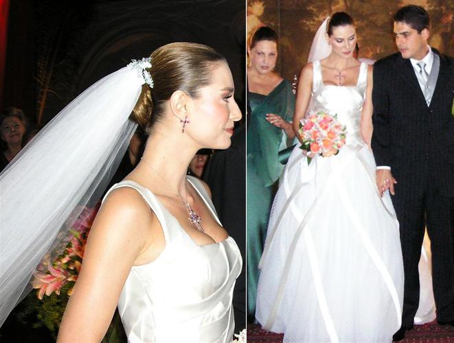 Lavínia Vlasak em vestido com saia volumosa de Carlos Tufvesson durante seu casamento com o empresário Celso Colombo Neto, em 2007