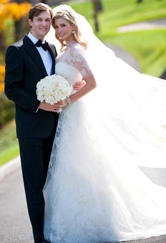 Ivanka Trump, filha do megaempresário Donald Trump, casou com Jared Kushner em peça exclusiva de Vera Wang com mangas semitransparentes e longo véu, em 2009