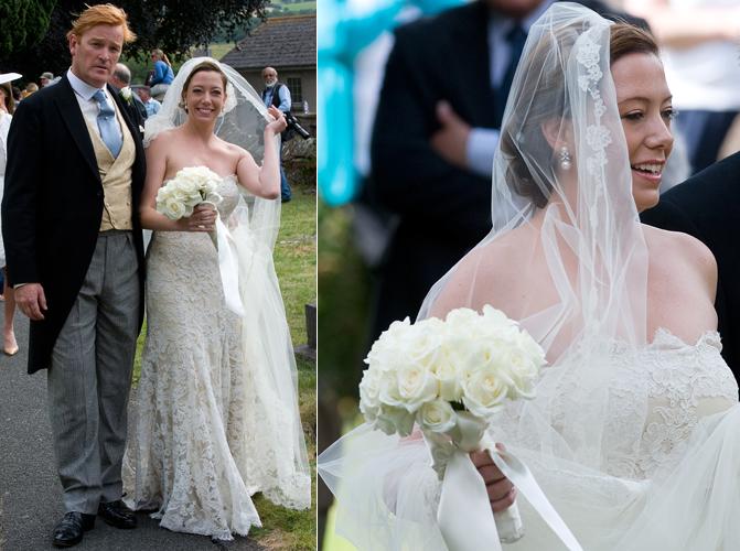 A texana Amanda Kline usou um vestido tomara-que-caia rendado para seu casamento com Mark Dyer, mentor do Príncipe Harry, de Gales. A cerimônia foi realizada na igreja St. Edmunds, no País de Gales (03/07/2010)