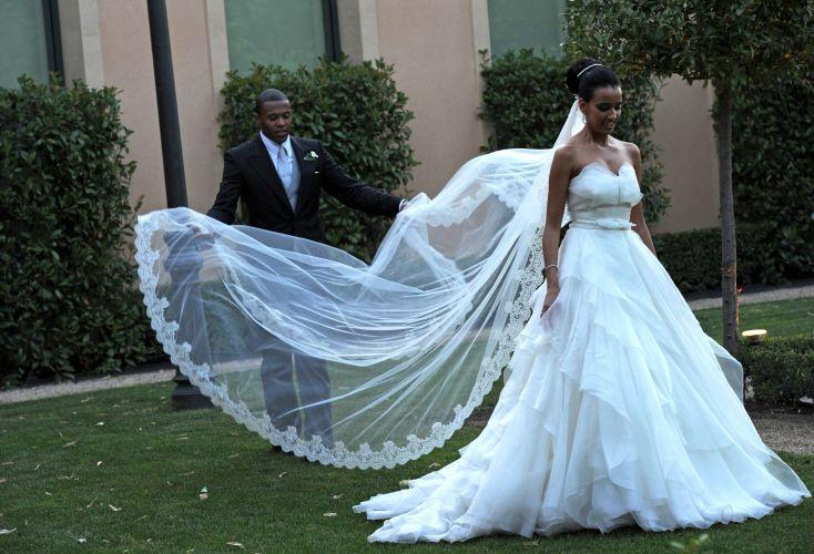 O jogador Júlio Baptista durante seu casamento com a modelo Silvia Nistal em Madri, na Espanha. O vestido da noiva, cheio de camadas na saia e com aplique de tule no decote, é da grife espanhola Rosa Clará (23/07/10)