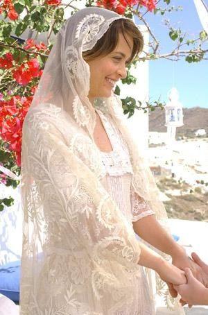 Rendas e delicadeza no casamento grego de Vitória (Cláudia Abreu) em