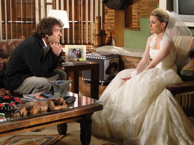 Todo o glamour do vestido Victor Valentim de Camila, em