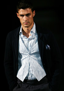 Desfile da Armani nesta quarta (28/6) na semana de moda masculina de Milão