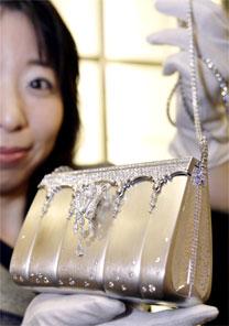 """Peça de US$ 1,8 milhão é a """"Bolsa da Sorte para o Ano Novo"""", da loja de departamento Takashima"""