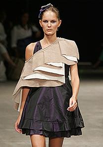 A top Marcelle Bittar desfila look da estilista Kylza Ribas - Alexandre Schneider/UOL