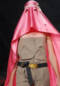 Desfile do estilista Eduardo Inagaki na última noite da edição Alto Verão 2007 do Hot Spot - Chris Von Ameml/UOL