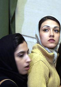 Iraninas em fila para votar, em Teerã (2004) - EFE