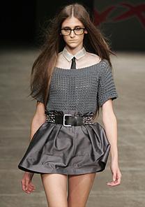 Os óculos de grau compõe o look das garotas  - Alexandre Schneider/UOL