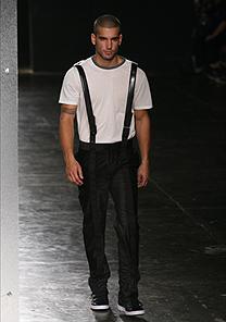 Estilo proposto por Lorenzo Merlino é mais bem-sucedido na coleção masculina - Silvia Boriello/UOL