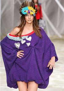 Rita Wainer investiu em tecidos como o tafetá e a lã para criar a coleção de sua nova grife - Alexandre Schneider/UOL