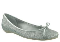 Prata e sapatilha são duas tendências do verão. Na foto, modelo da Arezzo (R$ 119,90)