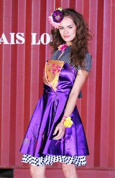 Thais Losso mostrou coleção pequena de vestidinhos em mix de estampas - Alexandre Schneider/UOL