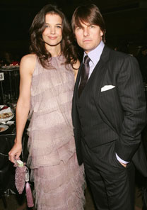 Tom Cruise e Katie Holmes usam modelos Armani em evento do grupo Conde Nast, na última semana