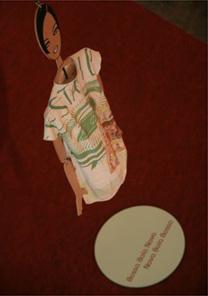 Um dos vinte figurinos que Ronaldo Fraga criou especialmente para a mostra em homenagem à bossa nova